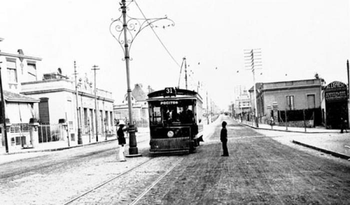 Tranvía en Av. Brasil y Benito Blanco. Año 1918 (Foto 1322b FMH.CMDF.IMM.UY)