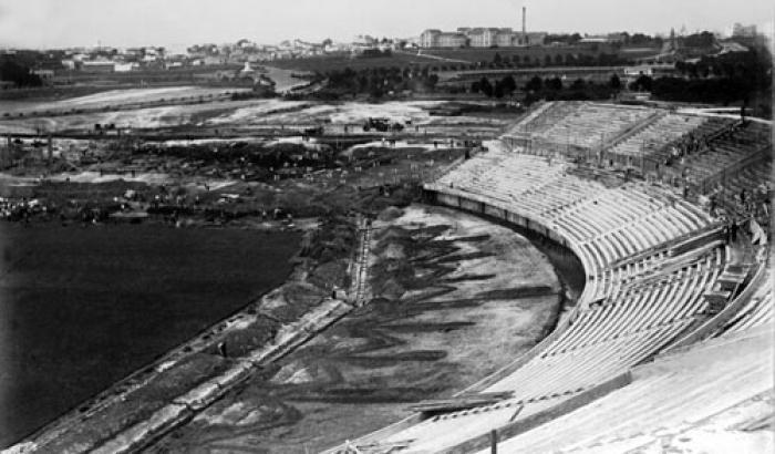 Construcción del Estadio centenario. Año 1929 (Foto 1612b FMH.CMDF.IMM.UY)