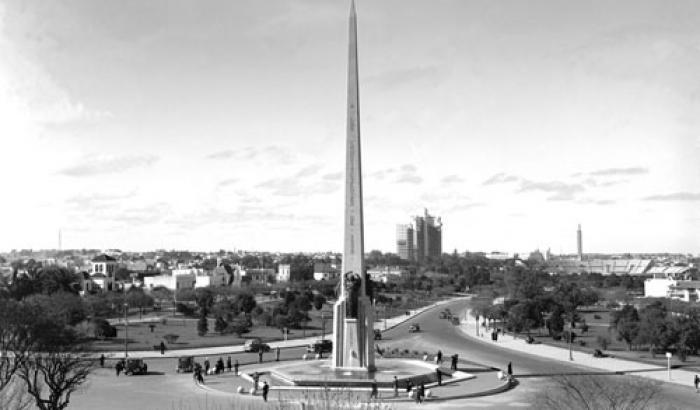 Obelisco a los Constituyentes. Año 1938 (Foto 7363 FMH.CMDF.IMM.UY)